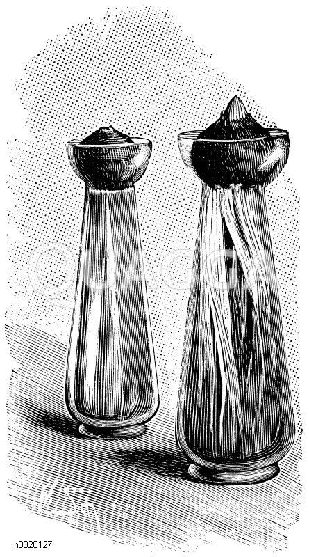 Links Glas mit frisch angesetzter Zwiebel