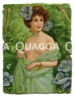 Junge Frau mit Blüten des blauen Mohns im Haar