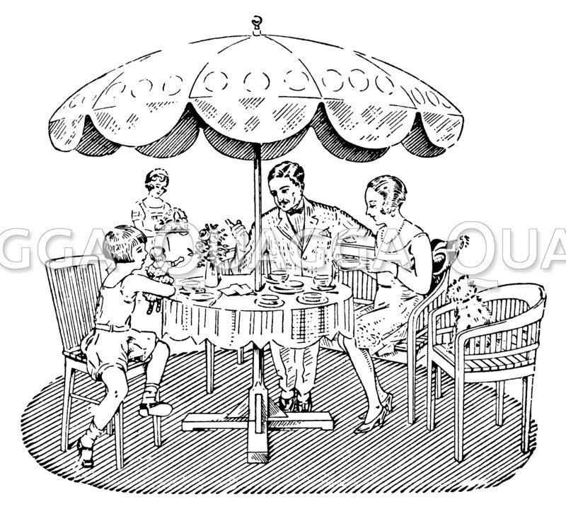Familie isst unter einem Sonnenschirm