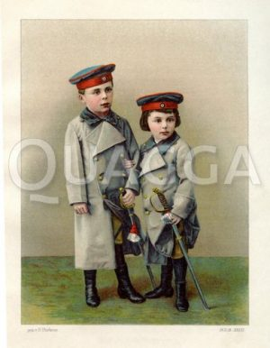 Zwei Jungen in Soldatenmänteln