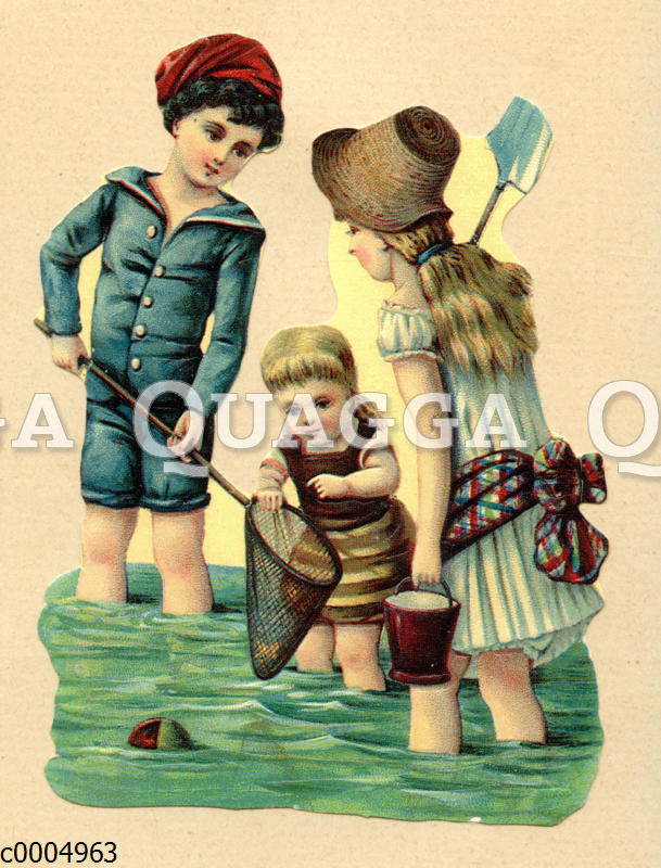 Kinder spielen im Meer