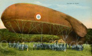 Zeppelin ('Saucisse') im Abflug