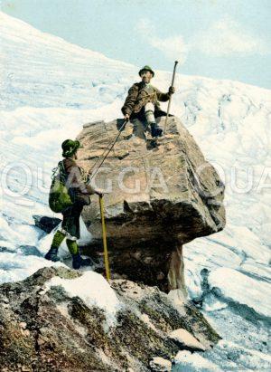 Bergsteiger auf einem Gletschertisch