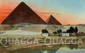 Morgenrot bei den Pyramiden
