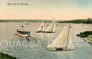 Blick auf den Wannsee mit Ausflugsschiff und Segelbooten
