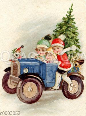 Kinder mit Tannenbaum in Auto