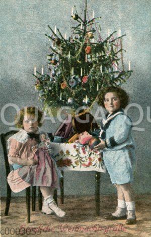 Junge und Mädchen unterm Weihnachtsbaum