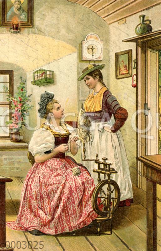 Zwei junge Frauen im Dirndl am Spinnrad in einer altbayerischen Stube
