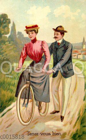 Mann hilft Frau beim Fahrradfahren
