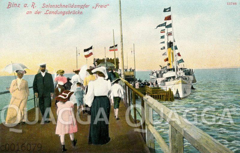 Binz auf Rügen: Salonschnelldampfer 'Freia' an der Landungsbrücke