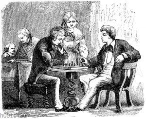 Junge Männer beim Schachspiel