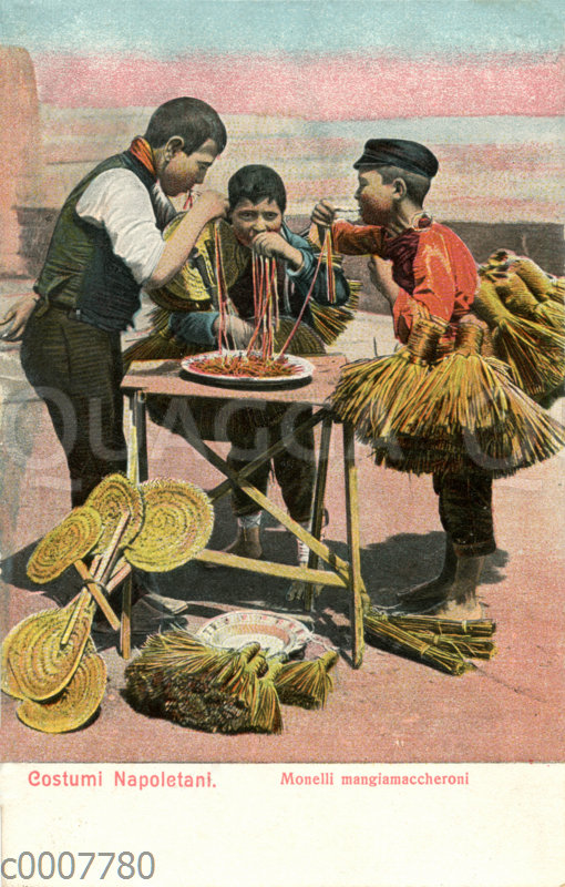 Straßenverkäufer aus Neapel essen Maccheroni