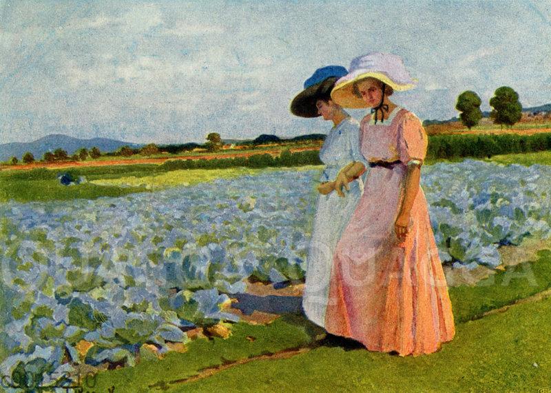 Zwei Damen spazieren an einem Kohlfeld entlang